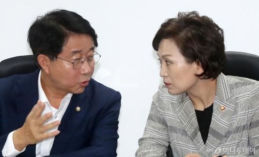 [사진]이야기 나누는 김현미-조정식