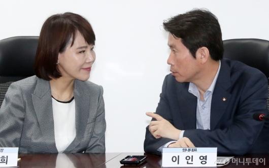 [사진]이야기 나누는 이인영-전현희