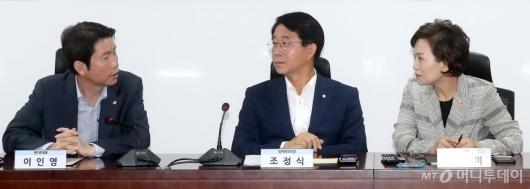 [사진]이야기 나누는 김현미-이인영