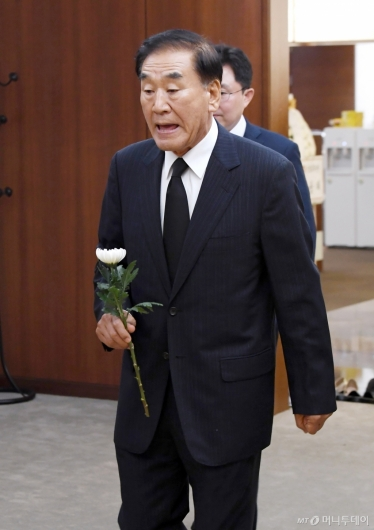 [사진]빈소 찾은 이재오 전 의원