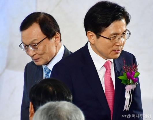 [사진]제헌절 경축식 참석하는 이해찬-황교안