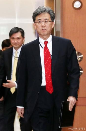 [사진]굳은 표정의 김현종 국가안보실 2차장