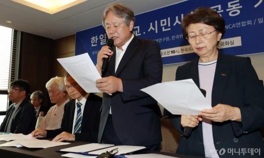 [사진]성명서 낭독하는 이홍정-한영수