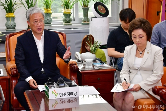 [사진]신당 추진 관련 기자회견하는 유성엽