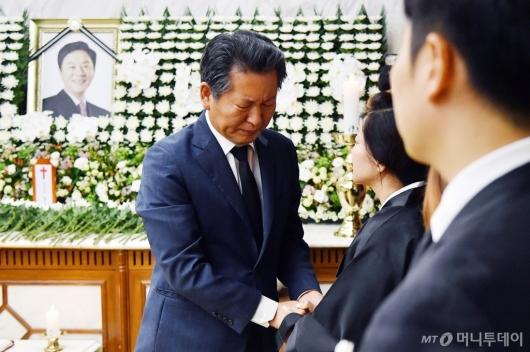 [사진]유가족 위로하는 정청래 전 의원