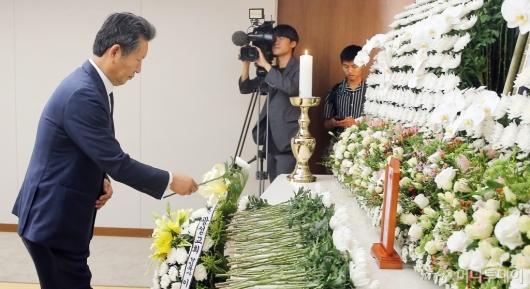 [사진]조문하는 정청래 전 의원