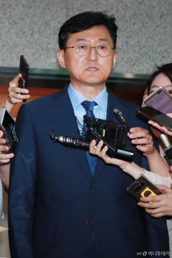[사진]답변하는 윤순구 외교부 차관보