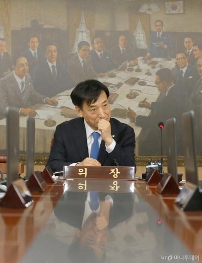 [사진]이주열 총재 '깊은 생각'