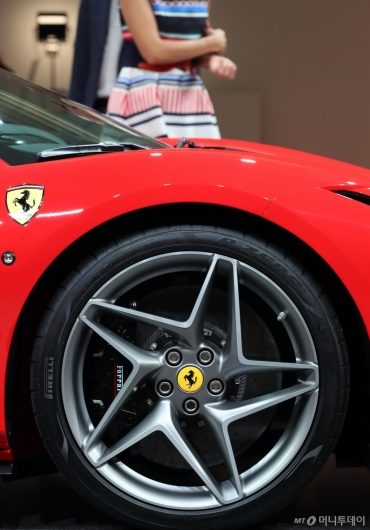 [사진]페라리 'F8 트리뷰토'의 20인치 휠