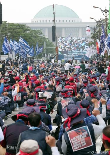 [사진]'탄력 근로제 확대 법안 철회하라'