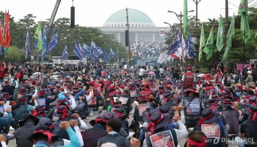 [사진]민주노총 '탄력 근로제 확대 법안 철회하라'