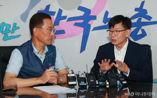 [사진]노동계 달래기 나선 김상조 정책실장