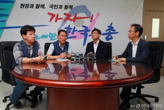 [사진]한국노총 찾은 김상조 청와대 정책실장
