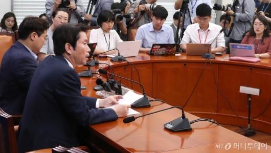 [사진]기자간담회하는 이인영 원내대표