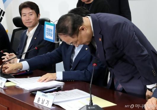 [사진]세법개정안 당정협의 참석한 홍남기