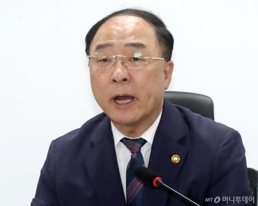 [사진]세법개정안 관련 발언하는 홍남기