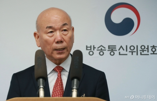 [사진]이효성 방송통신위원장 사퇴 표명