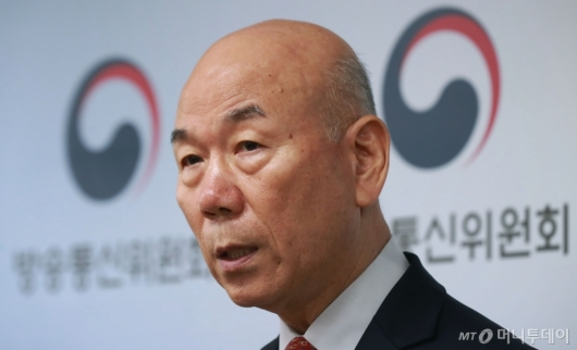 [사진]이효성 방통위원장 사퇴 표명...'문재인 정부 성공 위해'