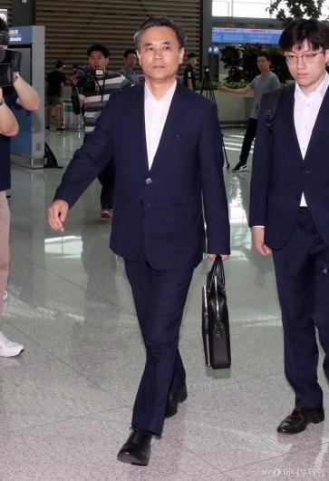[사진]WTO 일반이사회 참석차 출국하는 김승호 수석대표