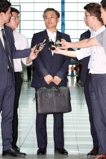 [사진]WTO 출국 앞둔 김승호 산업부 실장