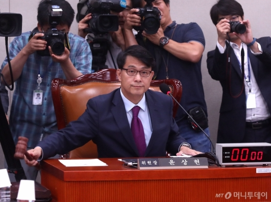[사진]일본수출규제 철회 촉구 결의안 만장일치 의결