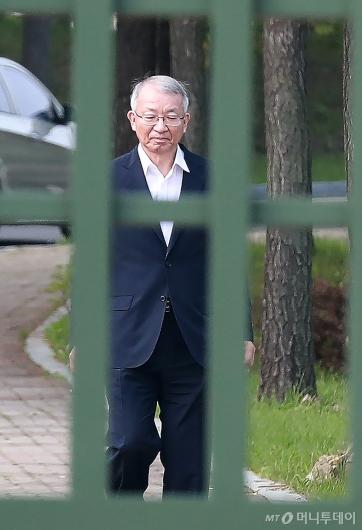 [사진]구치소 나서는 양승태 전 대법원장