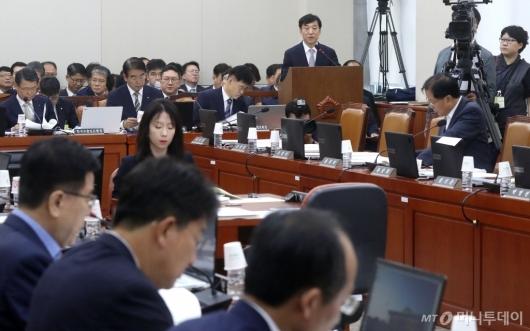 [사진]기재위 업무보고하는 이주열 총재