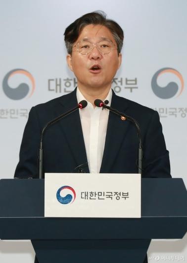 [사진]日수출무역관리령 개정안 의견서 제출 관련 브리핑하는 성윤모 장관