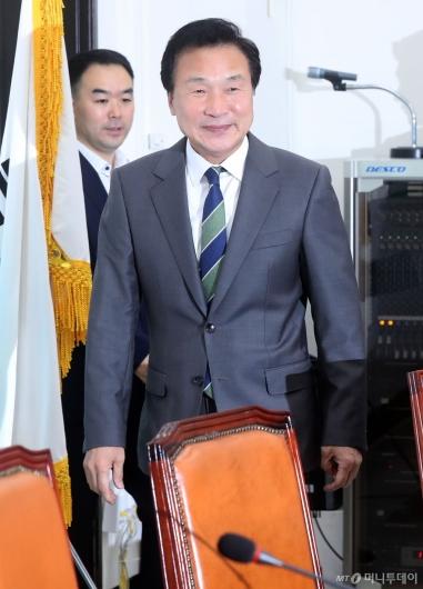 [사진]최고위 참석하는 손학규 대표