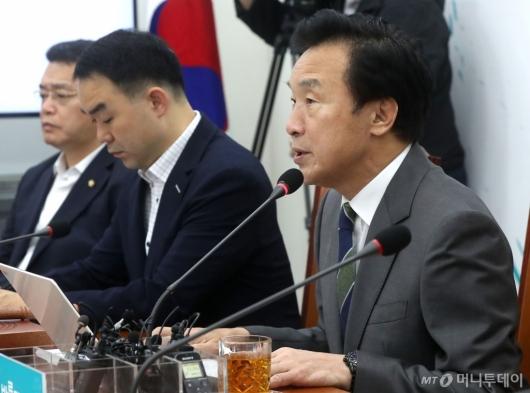 [사진]최고위 발언하는 손학규