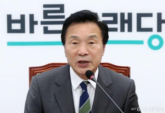 [사진]최고위원회의 발언하는 손학규