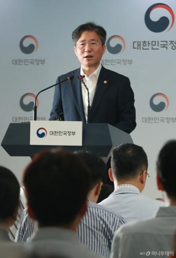 [사진]성윤모 장관, 일본에 수출통제 원상회복·화이트리스트 제외 철회 촉구
