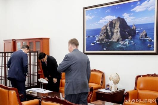 [사진]윤상현, 주한 러시아 대사대리 면담