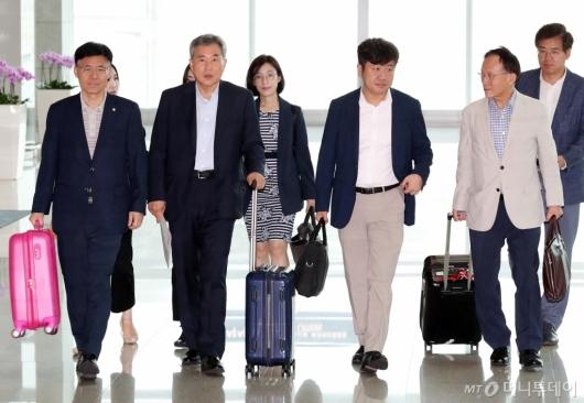 [사진]출국하는 국회방미단