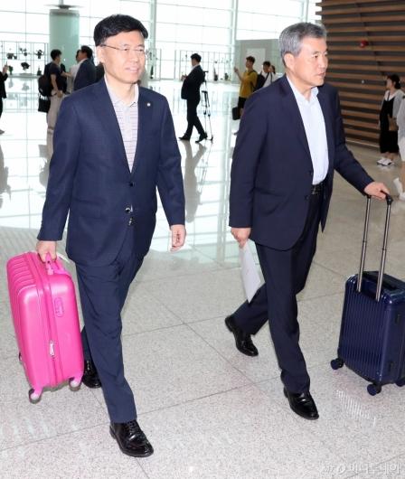 [사진]출국하는 최교일-이상돈
