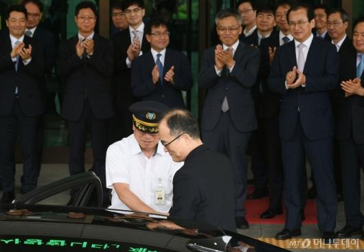 [사진]대검찰청 떠나는 문무일 전 총장