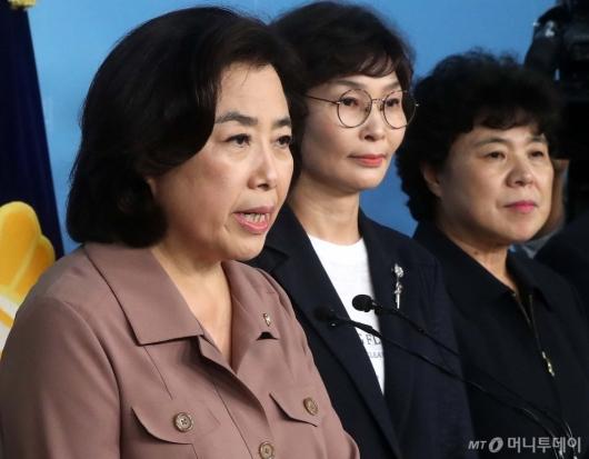 [사진]기자회견하는 박순자 의원
