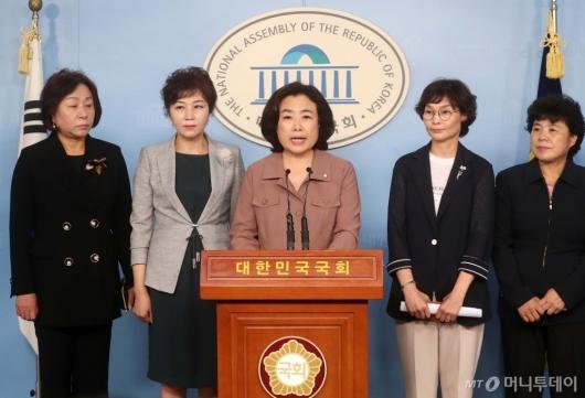 [사진]기자회견하는 박순자