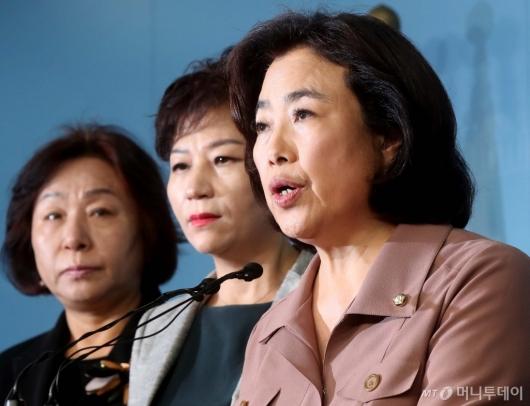 [사진]국토교통위원장 사임거부 경위 말하는 박순자