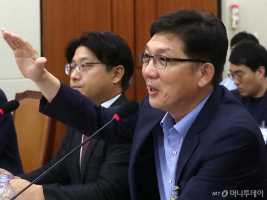 [사진]과방위 답변하는 박진국 회장