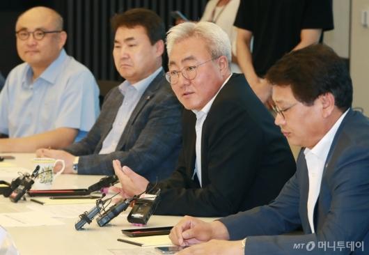 [사진]인사말하는 김준 SK이노 총괄사장