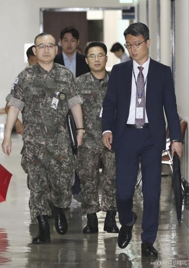 [사진]김영환 정보본부장, 北 단거리 탄도미사일 관련 국회 보고