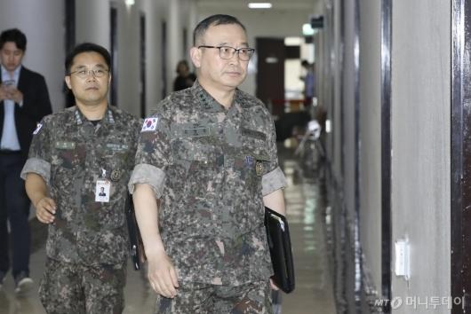 [사진]국회 찾은 김영환 합참 정보본부장