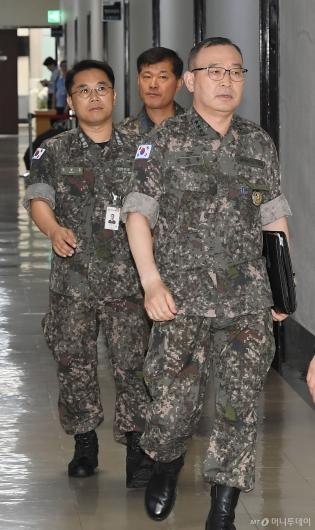 [사진]국회 정보위원장 찾은 김영환 합참 정보본부장