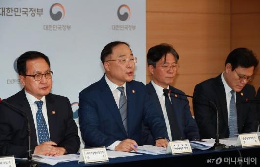[사진]일본 수출규제 및 보복조치 관련 브리핑하는 관계부처 장관들