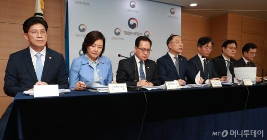 [사진]日 백색국가 배제 관련 브리핑 나선 관계부처 장관들