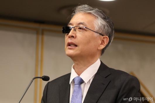[사진]발언하는 문은상 신라젠 대표
