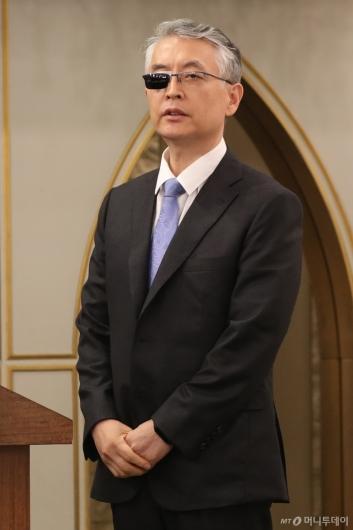 [사진]두 손 모은 문은상 대표