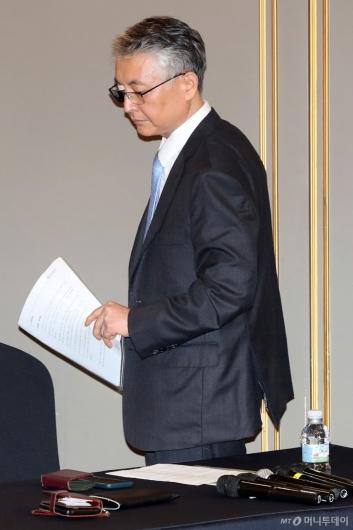 [사진]긴급 간담회 참석한 문은상 신라젠 대표
