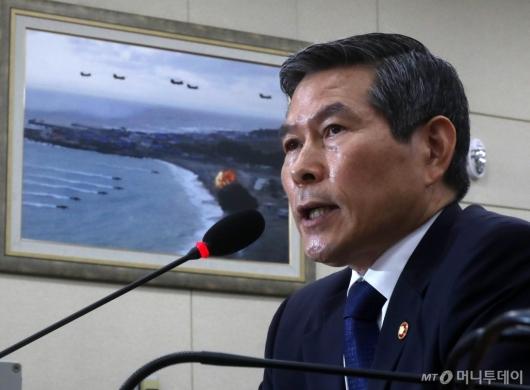 [사진]국방위 발언하는 정경두 장관
